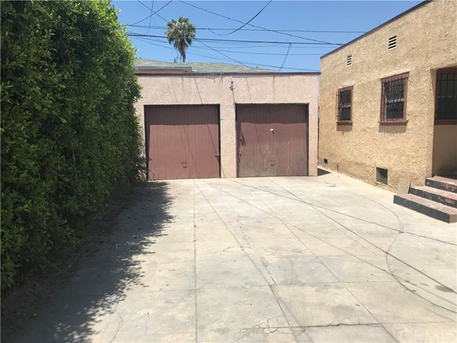 5169 S Normandie Avenue, Los Angeles CA: http://media.crmls.org/medias/49a37f0e-8056-4cd6-9961-fc03fd6c32d3.jpg