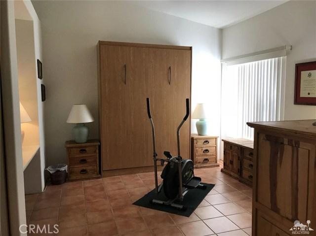 40620 Glenwood Lane, Palm Desert CA: http://media.crmls.org/medias/49bbc5ca-4853-4ff1-8f90-a7230d05c3a5.jpg
