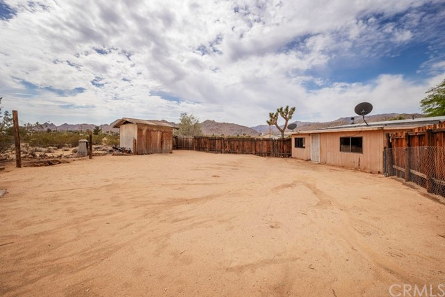 63310 Single Tree Lane, Joshua Tree CA: http://media.crmls.org/medias/49bc5ee6-ca18-4bc9-9314-5740e13c90c0.jpg