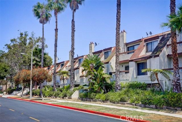 620 W Hyde Park Boulevard, Inglewood CA: http://media.crmls.org/medias/49c57676-196f-41fb-861b-ee59ac4bad8a.jpg