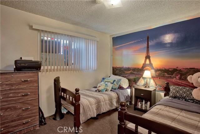 2077 Wallace Avenue, Costa Mesa CA: http://media.crmls.org/medias/49ceb82e-9692-47c0-9e4e-3b782e30a2ca.jpg