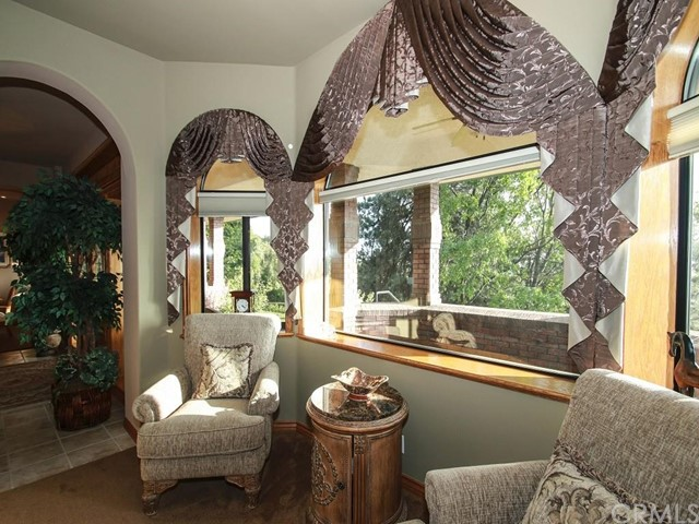 Additional photo for property listing at 40174 Pine Bench Road  Oak Glen, California 92399 United States