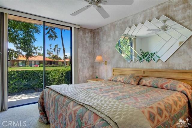21 La Cerra Drive, Rancho Mirage CA: http://media.crmls.org/medias/49f33b6e-fdbb-4edb-af35-1132236d19cc.jpg
