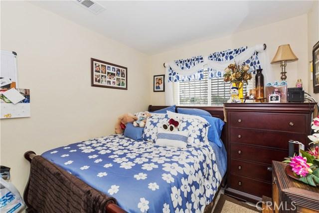 7639 Lankershim Avenue, Highland CA: http://media.crmls.org/medias/4a0d6eaf-7576-4309-8974-d1dc55dae9ac.jpg