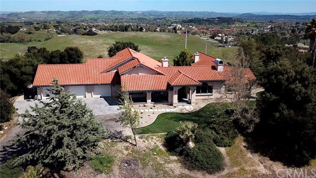 Property for sale at 125 Los Robles Road, Templeton,  California 93465