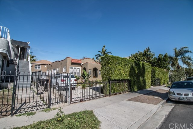 1811 S Highland Avenue Los Angeles, CA 90019 - MLS #: PW18169400