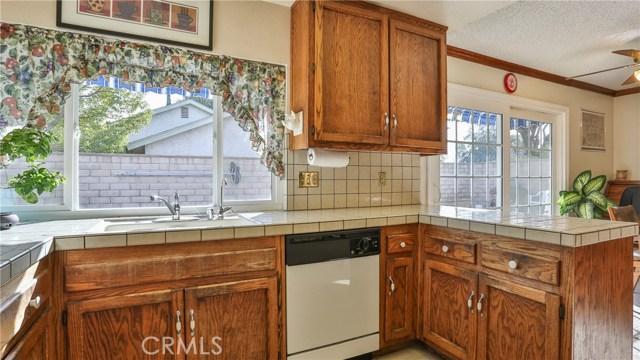 1322 Lanfair Street, Redlands CA: http://media.crmls.org/medias/4a5a72e8-7782-40fe-8257-9d972d875ca3.jpg