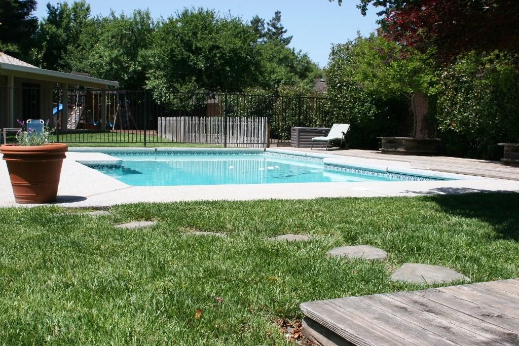 2080 Bidwell Avenue, Chico CA: http://media.crmls.org/medias/4a65da3d-0a94-4624-b58f-4d0d6cad2270.jpg