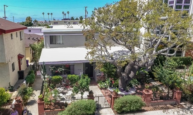 Apartment for Sale at 1528 11th Street Unit A 1528 11th Street Santa Monica, California 90401 United States