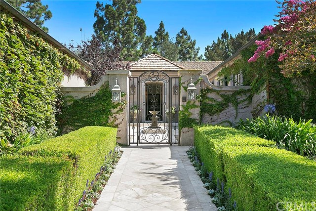 Single Family Home for Sale at 37 Burning Tree St Newport Beach, California 92660 United States