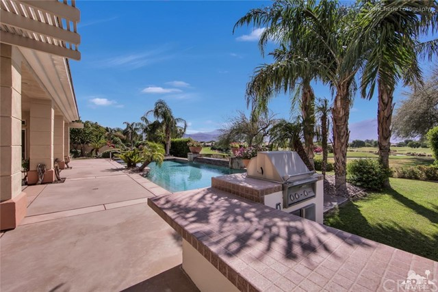 5 Via Bella, Rancho Mirage CA: http://media.crmls.org/medias/4aaf2a88-260c-4dcf-aa65-2304ed719ded.jpg