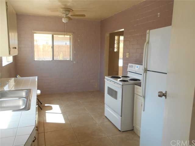 6941 Alpine Avenue, 29 Palms CA: http://media.crmls.org/medias/4abbf481-0564-4719-a60b-04e2d5581304.jpg