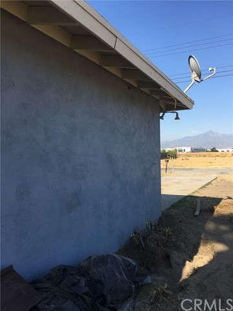 1028 S Foisy Street, San Bernardino CA: http://media.crmls.org/medias/4ac8c561-a504-409f-975f-58fcc57ddb3e.jpg