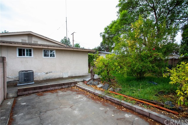 16631 Ross Ln, Huntington Beach CA: http://media.crmls.org/medias/4aece801-f0d8-455d-95dc-a3f20fac379e.jpg