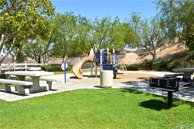 17852 Spring Hill Way, Riverside CA: http://media.crmls.org/medias/4af88193-9837-47d5-89e8-d3837916153f.jpg