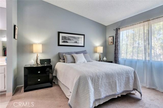 951 Inn Keeper Lane, Corona CA: http://media.crmls.org/medias/4b049f04-31f0-432b-ae56-6cf79e0e5c13.jpg