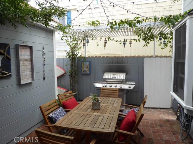 75 Corinthian, Long Beach CA: http://media.crmls.org/medias/4b0dcf42-a0b8-47d8-9b62-b8c0840e88c6.jpg