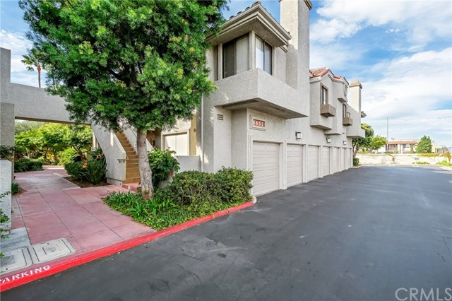 4852 Tiara Drive, Huntington Beach CA: http://media.crmls.org/medias/4b1088c5-c5d4-4796-b3fe-e482b0a277bd.jpg