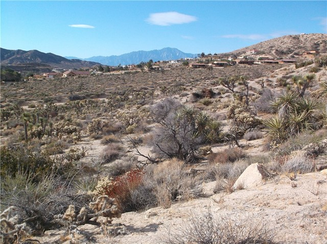 7400 Fairway Drive, Yucca Valley CA: http://media.crmls.org/medias/4b1a95a6-eb73-4ea8-ad9d-34cc618cb426.jpg
