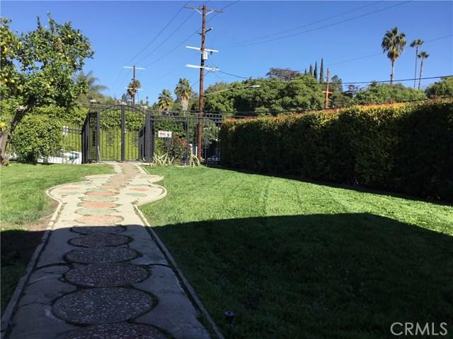 4302 Russell Avenue, Los Angeles CA: http://media.crmls.org/medias/4b2203ba-b2aa-401f-af7e-dfbba72d4d1f.jpg