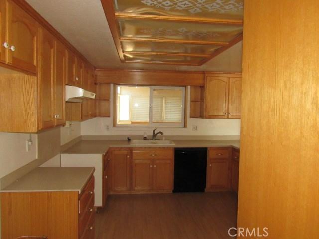 14708 Mojave Street, Hesperia CA: http://media.crmls.org/medias/4b40fad6-c8d4-44a9-b6b0-29764aa9c6f5.jpg