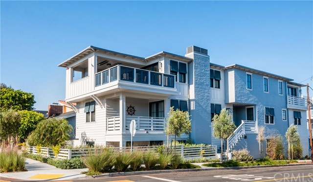 Single Family Home for Sale at 100 Morningside Drive Manhattan Beach, California 90266 United States