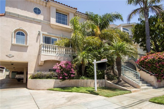 1521 Artesia Boulev 1 Manhattan Beach, CA 90266 is listed for sale as MLS Listing SB16146846