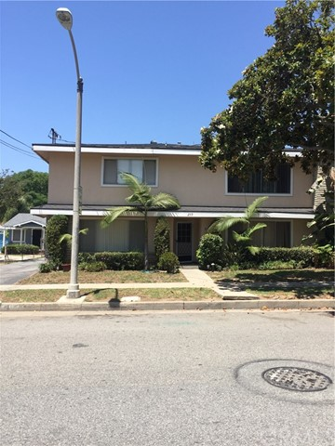 独户住宅 为 销售 在 209 N Bushnell Avenue Alhambra, 91801 美国