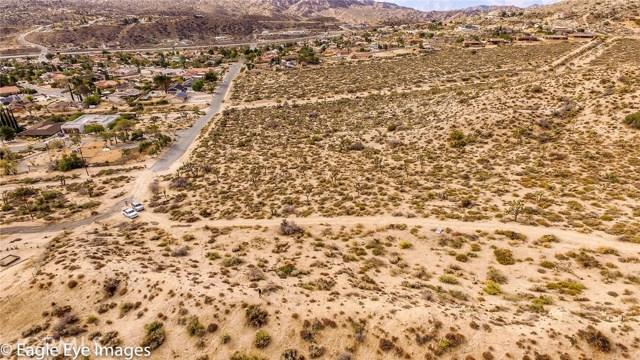 7400 Fairway Drive, Yucca Valley CA: http://media.crmls.org/medias/4b5ff4e1-1095-4f92-a641-2465a15845d2.jpg