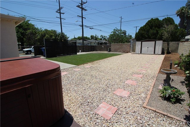 798 Bunker Hill Drive, San Bernardino CA: http://media.crmls.org/medias/4b696a88-358c-4e4e-bcb6-7db7d7c38ea4.jpg
