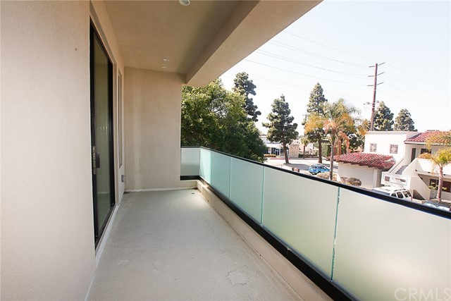 24444 Hawthorne Boulevard, Torrance CA: http://media.crmls.org/medias/4b7bf6d8-d5c7-40c6-bc45-b8a5c710b990.jpg