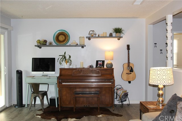 423 W Leeside Street, Glendora CA: http://media.crmls.org/medias/4b7dbf8e-f52c-40a1-8cdd-038fbd6d93a8.jpg