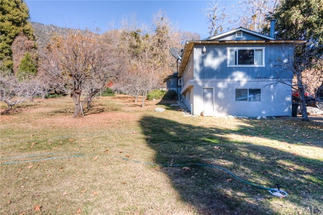 11833 Oak Glen Road, Oak Glen CA: http://media.crmls.org/medias/4b89b121-6b95-40e9-b73b-a81809b3a032.jpg