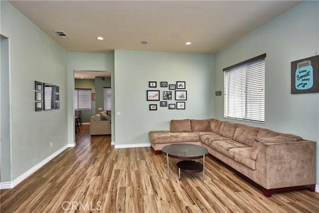 10265 Cotoneaster Street, Apple Valley CA: http://media.crmls.org/medias/4b8bb0f1-a1ee-49fb-8645-73af17f61e28.jpg