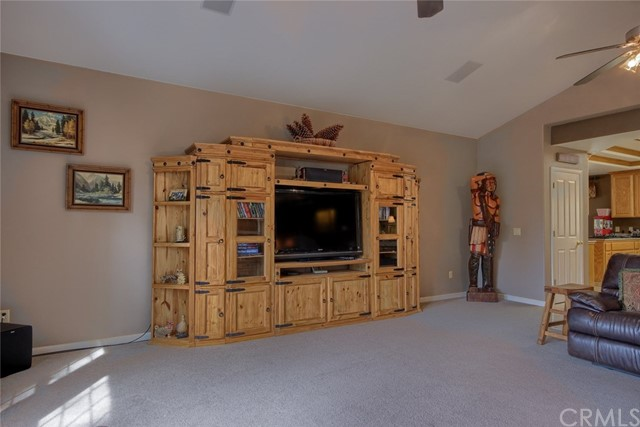 53890 Dogwood Creek Drive, Bass Lake CA: http://media.crmls.org/medias/4b9cd979-ff7f-43a3-8f14-15ae7e67d7c0.jpg