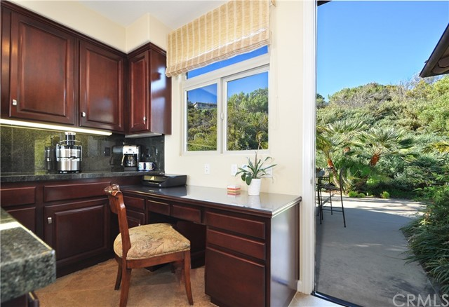 3 Nuvola Court, Rancho Palos Verdes CA: http://media.crmls.org/medias/4ba87d82-de0e-490f-9563-554037301b9b.jpg