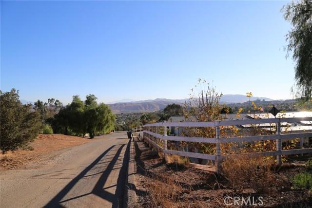 1709 Galloway Lane, Corona CA: http://media.crmls.org/medias/4bb8510c-3497-4ce5-ac1f-df0da124d744.jpg
