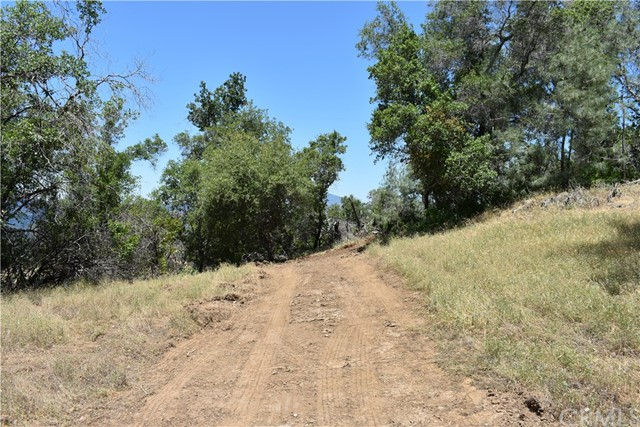 80 Lookout Mountain Road, Mariposa CA: http://media.crmls.org/medias/4bd9bbf2-46ae-4a20-8229-9bf73b6b593e.jpg