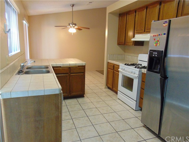 14398 Birchwood Drive, Hesperia CA: http://media.crmls.org/medias/4be2194f-5797-4e6d-8e41-0add867c1095.jpg
