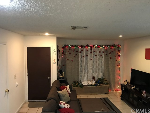 8998 Mango Avenue,Fontana,CA 92335, USA