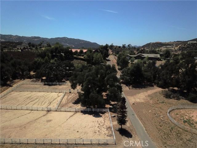 39655 AVENIDA LA CRESTA, Murrieta CA: http://media.crmls.org/medias/4c27d268-2ed8-4630-a31f-c4adf9e776a5.jpg
