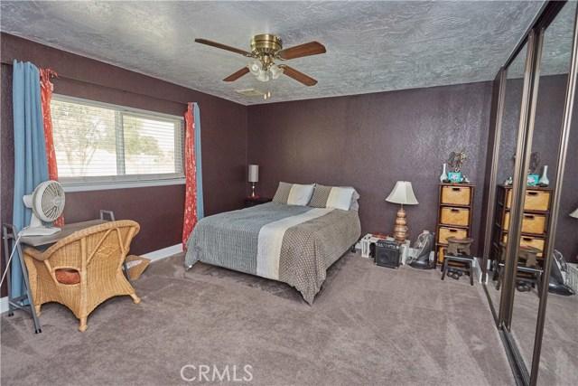 14950 Nokomis Road, Apple Valley CA: http://media.crmls.org/medias/4c63ade0-a26e-4230-950d-db1ff02db6ec.jpg