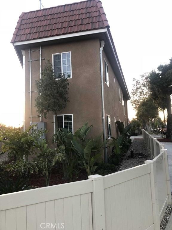 575 E Hyde Park Blvd, Los Angeles, CA 90302