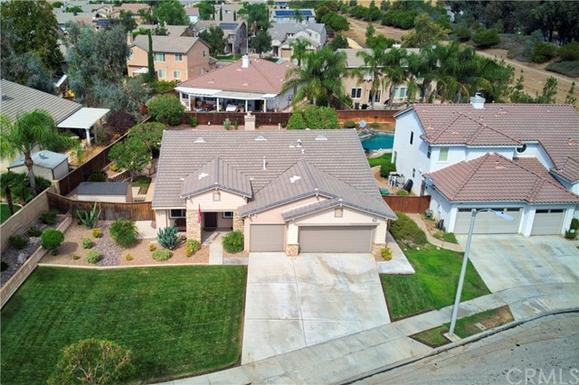 33571 Honeysuckle Lane, Murrieta CA: http://media.crmls.org/medias/4c98d0f9-0fcc-4a0a-b2d6-d36691d402e6.jpg