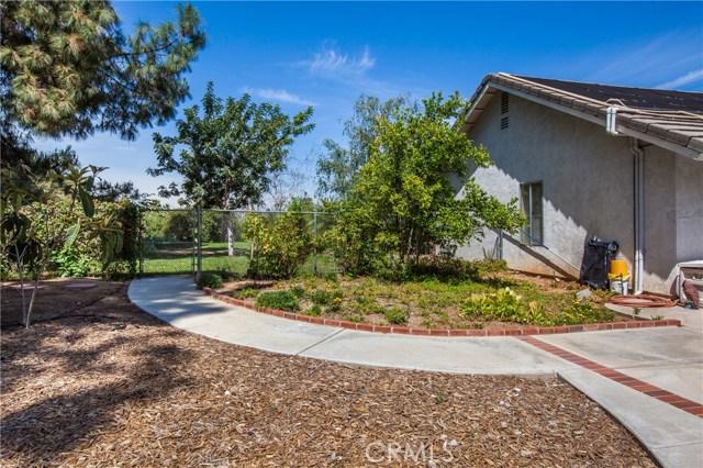 16190 Suttles Drive, Riverside CA: http://media.crmls.org/medias/4ca4faef-3fd6-4bcb-88f4-7f85876c88fd.jpg