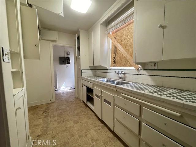 532 W 40th Street, San Pedro CA: http://media.crmls.org/medias/4cadd84a-c1f8-46aa-bc83-4c2bb6104762.jpg