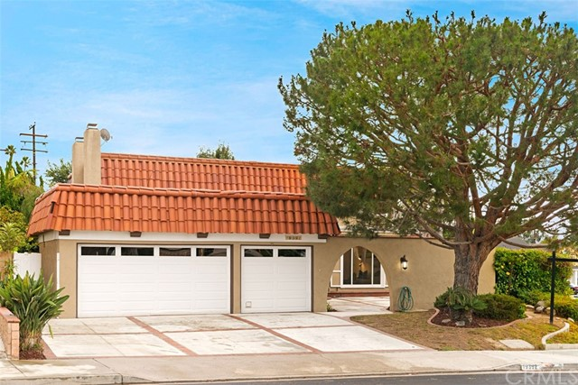 19392 Weymouth Lane, Huntington Beach CA: http://media.crmls.org/medias/4cbca086-5789-46bd-ac03-50701dfbe5ed.jpg