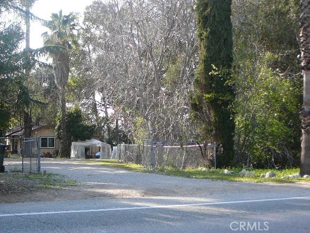 13000 Holmes Street, Yucaipa CA: http://media.crmls.org/medias/4cc39b90-0e2f-4ba5-8b27-515663112ac7.jpg