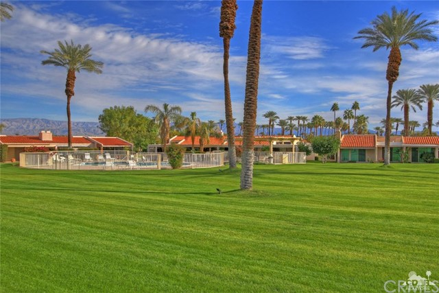 45878 Algonquin Circle, Indian Wells CA: http://media.crmls.org/medias/4cd5f09d-9bab-4538-bacb-6bac38339aa4.jpg