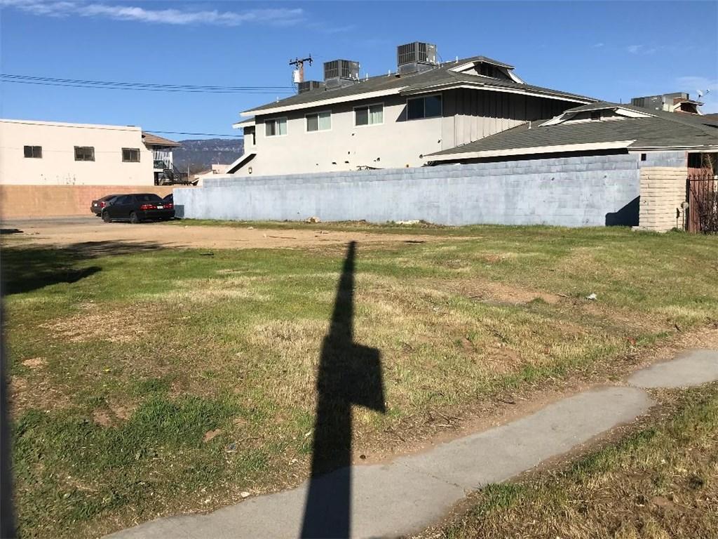 222 E Jackson Street, Rialto CA: http://media.crmls.org/medias/4cd6a41f-45c5-4e69-82aa-b1b0060412cf.jpg